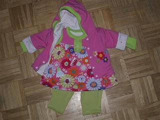Kleidung für das Bauchbaby